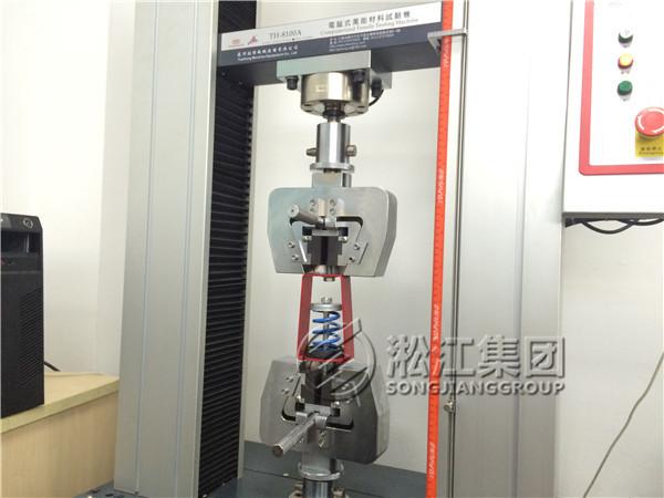 ZTY型吊式弹簧减振器采用冲压成型加工,配合合成橡胶零组件组合,外观为静电涂装处理,并经盐雾试验严格品管;结构美观,上下端均增加CR材质橡胶件,进一步隔绝振动及噪音。为吊挂式空调设备、风机及大小管路等各种吊式设备所采用。